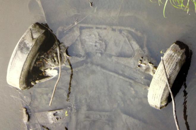 Vụ án 2 thiếu nữ mất tích trên đường đến bữa tiệc đi vào ngõ cụt, hơn 40 năm mới được phá giải nhờ chiếc xe đầy bùn trồi lên mặt hồ - Ảnh 5.