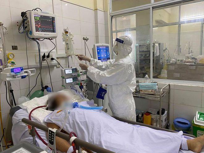 15 bệnh nhân Covid-19 rất nặng, nhiều trường hợp có nguy cơ tử vong cao - Ảnh 1.