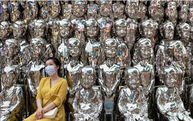 24h qua ảnh: Người Trung Quốc chen chúc giải nhiệt trong công viên nước - Ảnh 6.