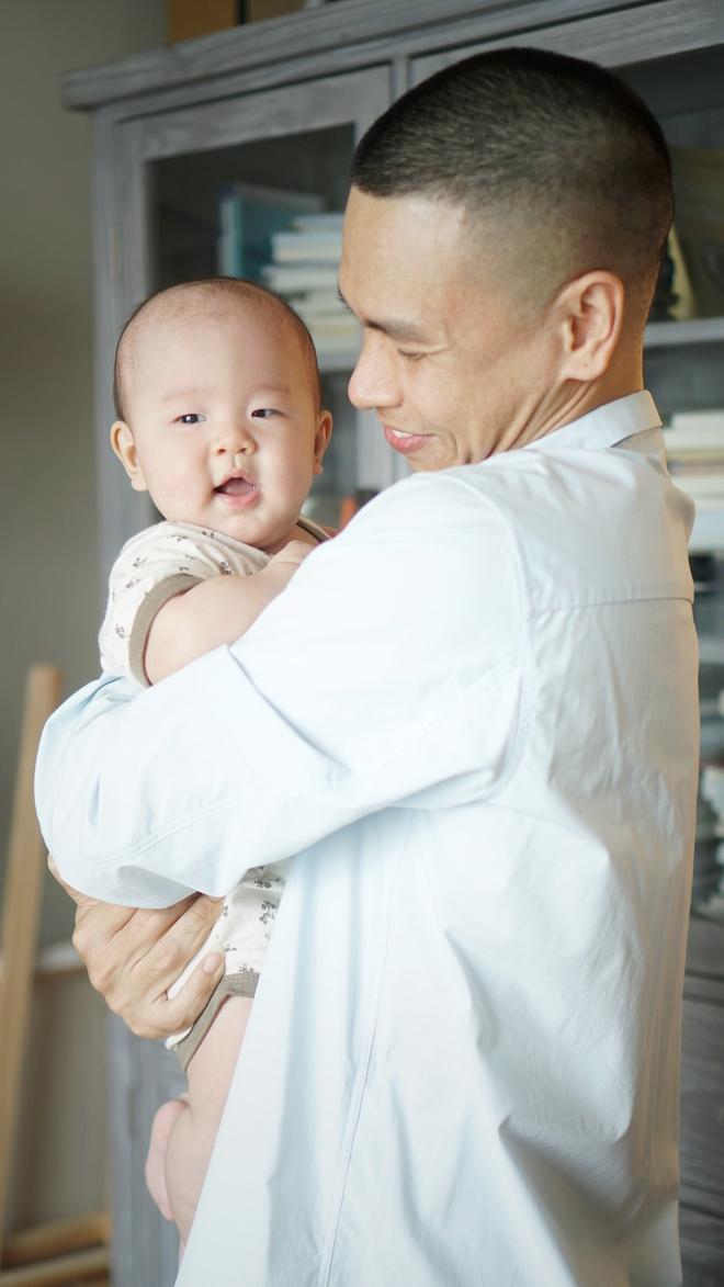 Cho con ăn chay từ trong bụng mẹ và cách nuôi dạy đặc biệt của vợ chồng ca sĩ Đức Tùng - Ảnh 2.