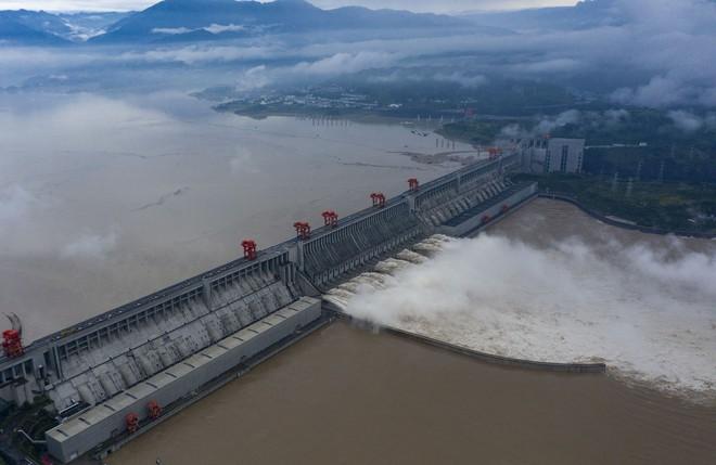 Trữ lượng hồ chứa đập Tam Hiệp gấp 2.000 lần trữ lượng nước Tây Hồ, người Trùng Khánh vất vả thu dọn tàn tích - Ảnh 2.