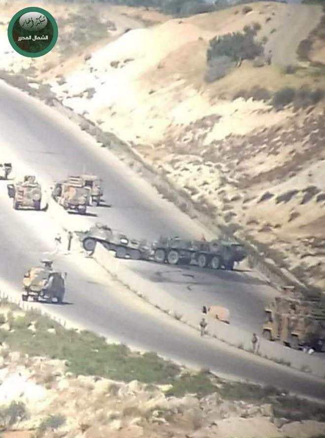 Syria: Tên lửa chống tăng nã thẳng vào đoàn xe quân sự Nga, chiến đấu cơ lập tức xuất kích - Ảnh 1.