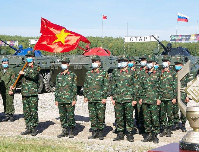 Việt Nam gây ấn tượng mạnh tại Tank Biathlon 2020; BTR-80 cháy động cơ ngay giữa đường đua - Ảnh 5.
