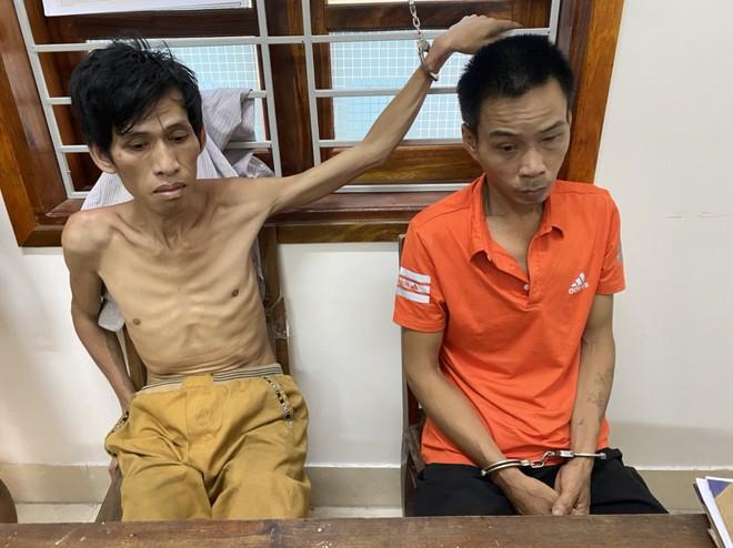 Bị tấn công, kẻ buôn ma túy rút lựu đạn và súng chống trả - Ảnh 1.