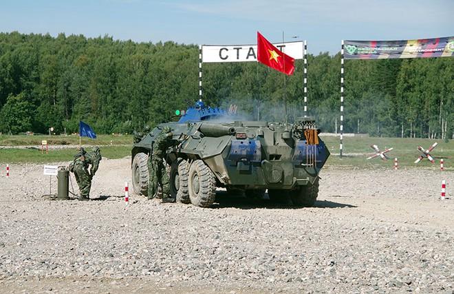 Việt Nam gây ấn tượng mạnh tại Tank Biathlon 2020; BTR-80 cháy động cơ ngay giữa đường đua - Ảnh 7.