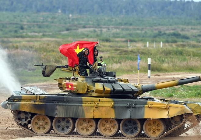 Việt Nam gây ấn tượng mạnh tại Tank Biathlon 2020; BTR-80 cháy động cơ ngay giữa đường đua - Ảnh 3.