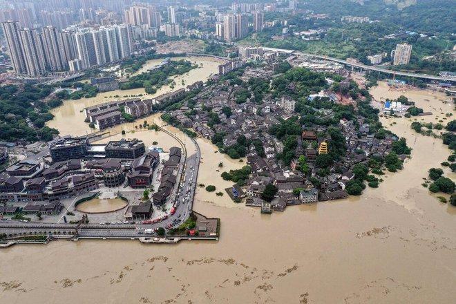 Lũ lụt lưu vực Trường Giang tập kích, giới lãnh đạo TQ đối mặt thách thức chồng thách thức - Ảnh 2.
