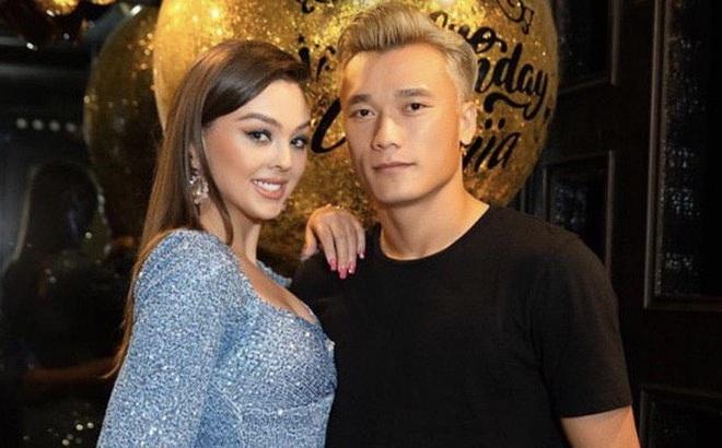 Bạn gái xinh đẹp người Ukraine đăng ảnh tình tứ bên cạnh thủ môn Bùi Tiến Dũng