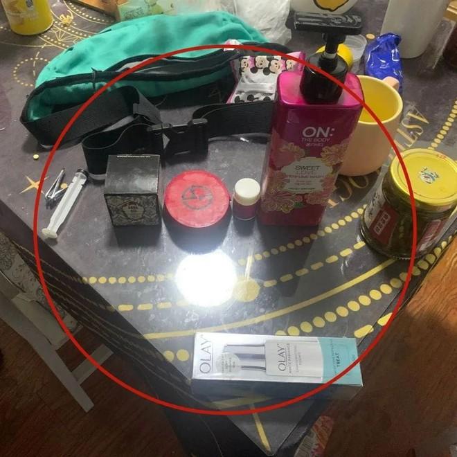 Nhân viên hàng không trộm đồ mỹ phẩm để tặng bạn gái lễ Thất tịch, toàn bộ hành vi bị camera ghi lại - Ảnh 2.