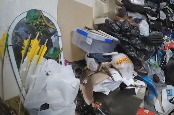 Bên trong căn hộ nhiều rác nhất Anh quốc: Chuột vào rồi đành bỏ mạng vì không có đường ra - Ảnh 1.