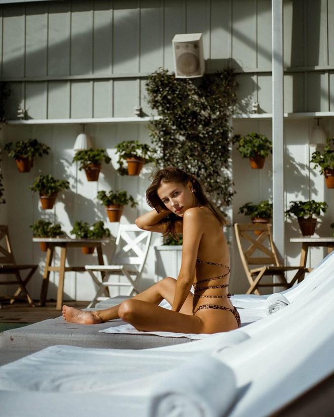 Xôn xao vụ Brad Pitt hôn mỹ nhân kém 29 tuổi: Là mẹ một con, nhan sắc giống Angelina Jolie - Ảnh 13.