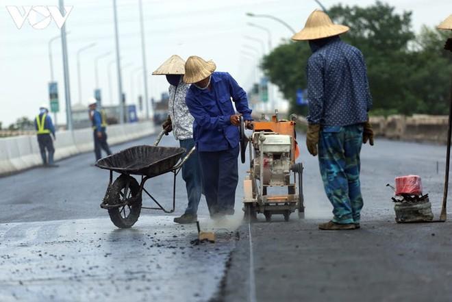 Toàn cảnh đại công trường sửa chữa cầu Thăng Long, Hà Nội - Ảnh 14.