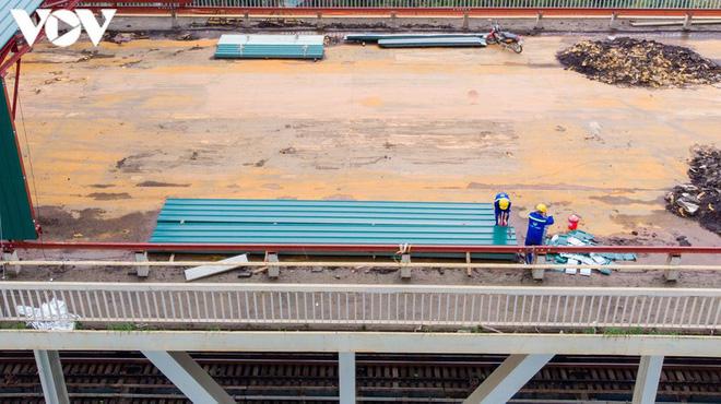 Toàn cảnh đại công trường sửa chữa cầu Thăng Long, Hà Nội - Ảnh 5.