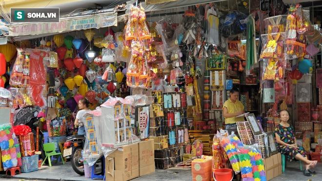 Cảnh tượng chưa từng thấy ở chợ cõi âm nổi tiếng Hà Nội - Ảnh 3.