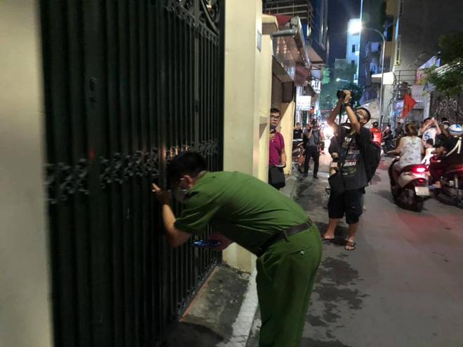 [NÓNG] Công an đang khám nhà ông Nguyễn Đức Chung, Chủ tịch UBND TP Hà Nội - Ảnh 1.