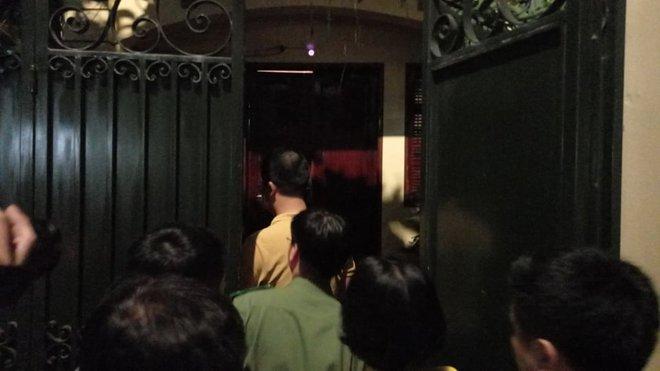 [NÓNG] Công an đang khám nhà ông Nguyễn Đức Chung, Chủ tịch UBND TP Hà Nội - Ảnh 5.