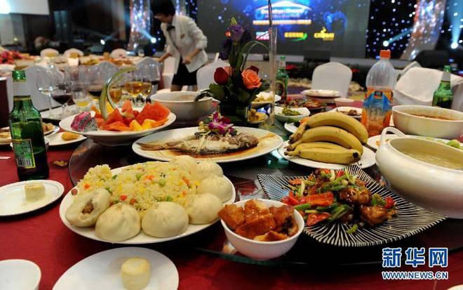 Viện trưởng TQ: Số tiền lãng phí thức ăn của người TQ mỗi năm có thể đóng 20 tàu sân bay cỡ lớn - Ảnh 1.