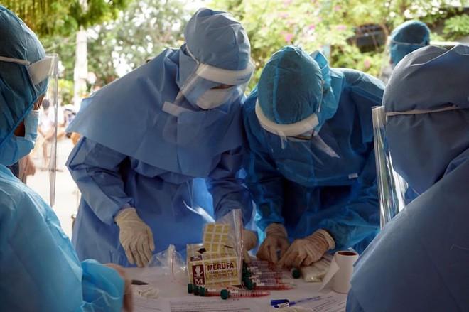 Lịch trình của 15 bệnh nhân COVID-19 mới ở Đà Nẵng trong đó có 4 nhân viên y tế - Ảnh 1.
