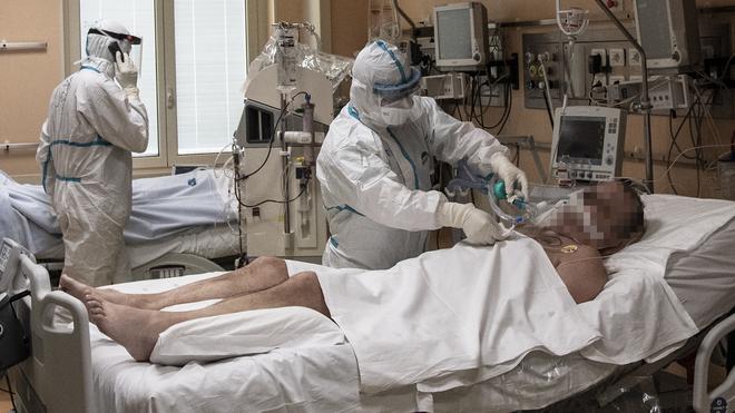 CDC dự đoán về số người Mỹ có thể tử vong trong 20 ngày tới vì COVID-19: Con số giật mình! - Ảnh 2.