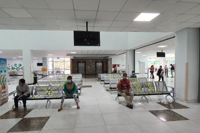 Bệnh nhân 621 ở Quảng Ngãi có đi chợ và tiếp xúc với nhiều người; Theo dõi sát diễn biến của bệnh nhân COVID-19 số 566 ở Thái Bình - Ảnh 2.