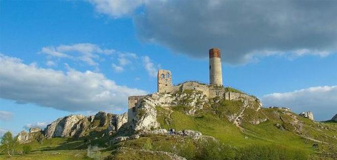 Kinh ngạc thế giới loài người khác... bên dưới lâu đài Trung Cổ - Ảnh 1.