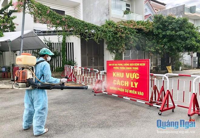 Thứ trưởng Y tế xin phép Thủ tướng ở lại Đà Nẵng cho đến khi dịch chấm dứt;  Phát thông báo khẩn tìm công nhân từng làm việc chung với BN 614 - Ảnh 1.