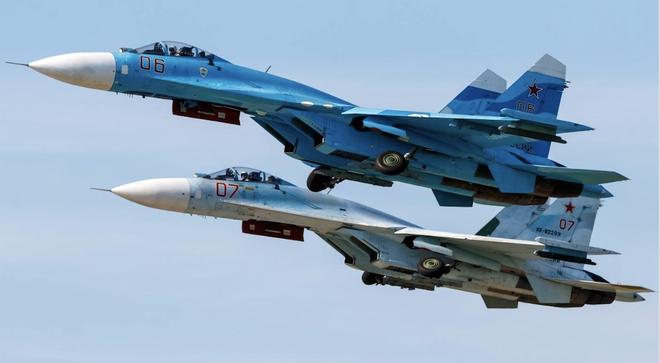 Su-27 bay cắt mặt B-52: Siêu pháo đài bay rung lắc mạnh, Mỹ đanh thép cảnh báo Nga - Ảnh 1.