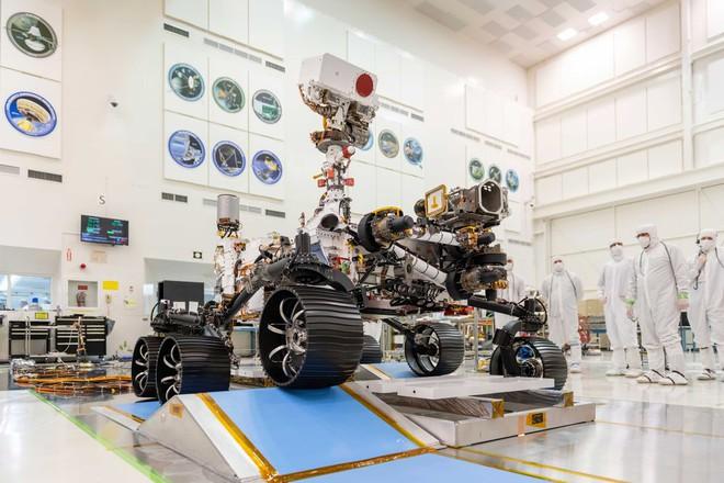 NASA tiến hành làm sạch cho tàu thăm dò Perseverance trị giá 2,4 tỷ USD như thế nào? - Ảnh 6.