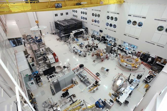 NASA tiến hành làm sạch cho tàu thăm dò Perseverance trị giá 2,4 tỷ USD như thế nào? - Ảnh 4.
