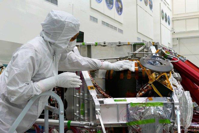 NASA tiến hành làm sạch cho tàu thăm dò Perseverance trị giá 2,4 tỷ USD như thế nào? - Ảnh 8.