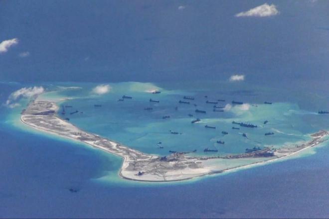 Đằng sau việc Mỹ trừng phạt công ty Trung Quốc xây 'đảo nhân tạo' phi pháp ở Biển Đông - Ảnh 1.