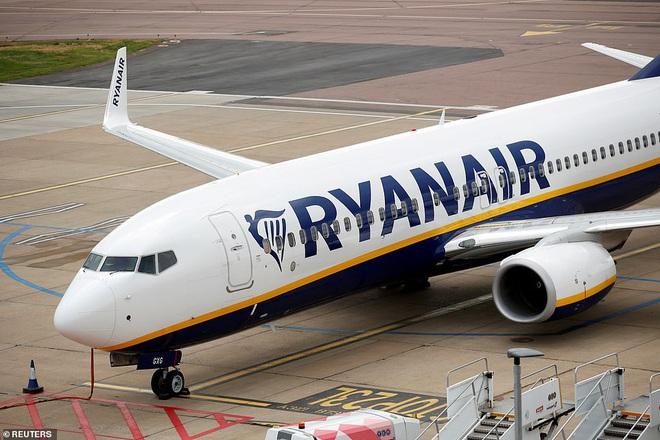 Định trốn cách ly đi chơi, hành khách bị đuổi ra khỏi máy bay chỉ 2 phút trước khi cất cánh vì nhận tin nhắn dương tính với SARS-CoV-2 - Ảnh 3.