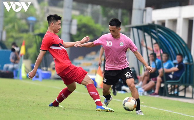 """Hà Nội FC và Viettel đá giao hữu """"làm nóng"""" trước ngày bóng đá Việt Nam trở lại"""