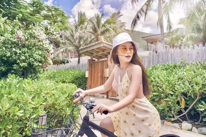 Rich kid Ngọc Thanh Tâm khoe vẻ gợi cảm khi diện bikini 18,5 triệu đồng - Ảnh 8.