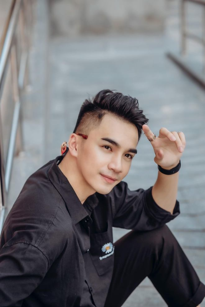 Chân dung chàng ca sĩ hát hit của Hồ Ngọc Hà được Trấn Thành liên tục khen đẹp trai quá - Ảnh 6.