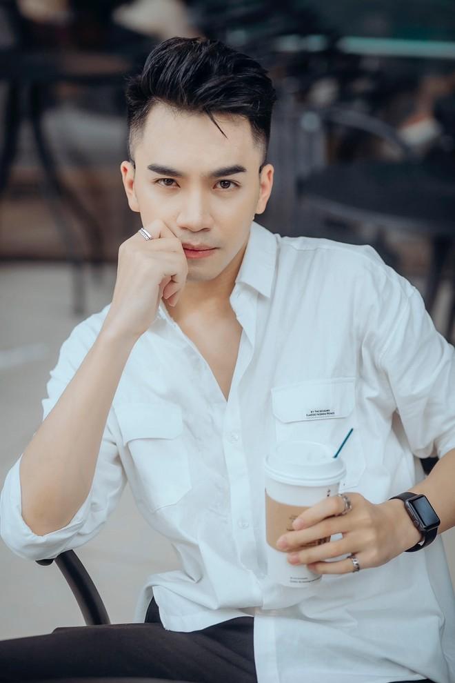 Chân dung chàng ca sĩ hát hit của Hồ Ngọc Hà được Trấn Thành liên tục khen đẹp trai quá - Ảnh 8.