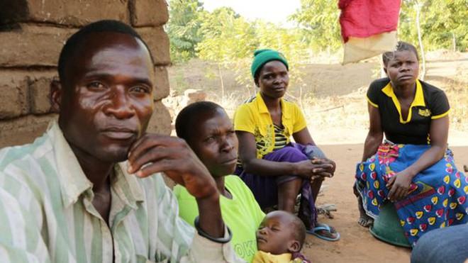 Cơn ác mộng mang tên Thanh lọc tình dục đối với các cô gái Malawi - Ảnh 1.