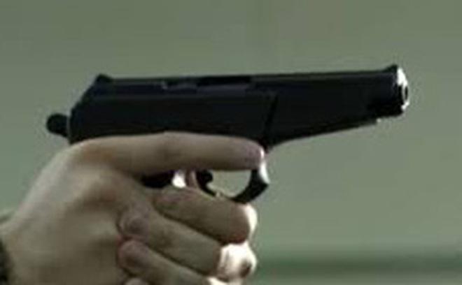 Bị công an truy đuổi, tên trộm dùng vật giống súng cướp xe máy của người dân tẩu thoát