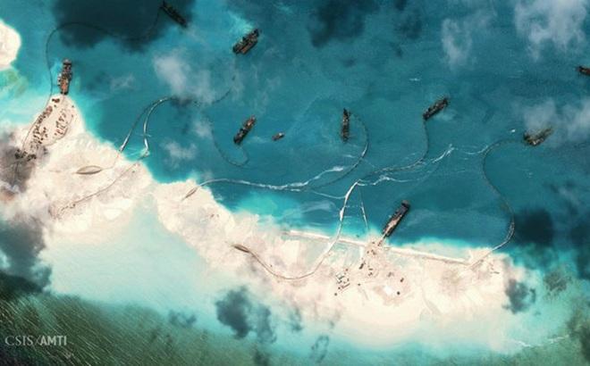 """Mỹ cấm vận công ty TQ giúp xây đảo trái phép ở biển Đông: Đòn giáng vào """"Vành đai, Con đường""""?"""