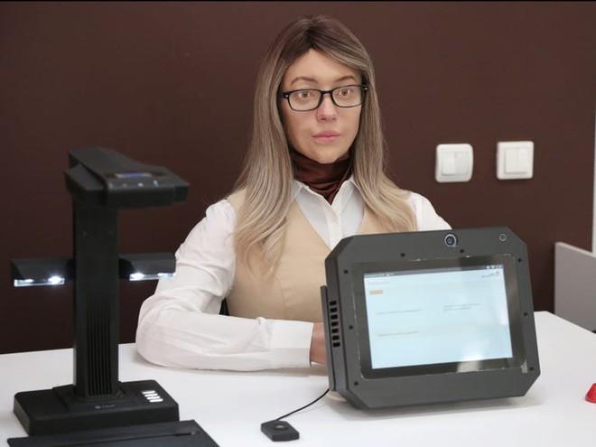 Một con robot hình người kỳ lạ đang làm việc tại văn phòng chính phủ Nga - Ảnh 5.