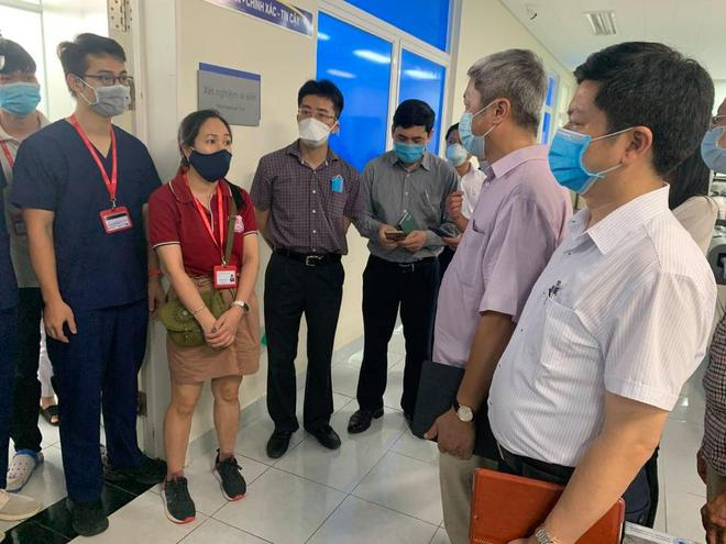 Việt Nam có 2 bệnh nhân Covid-19 tử vong trong sáng nay - Ảnh 1.