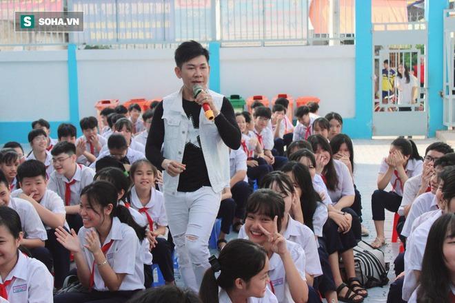 Ngôi sao Mưa bụi Mai Tuấn bỏ showbiz làm giáo viên và hành động bất ngờ của Phi Nhung - Ảnh 6.