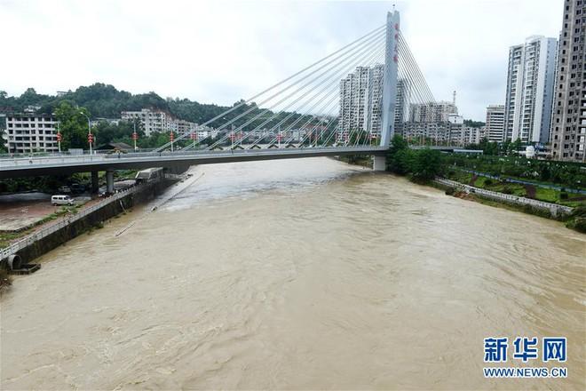 Lũ lụt chưa dứt, Trung Quốc lại thấp thỏm vì bão nối bão - Ảnh 2.
