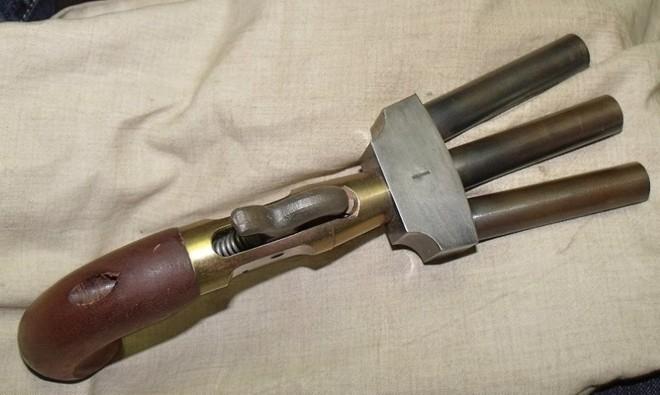 Những khẩu súng phá vỡ mọi tiêu chuẩn trên thế giới - Ảnh 3.