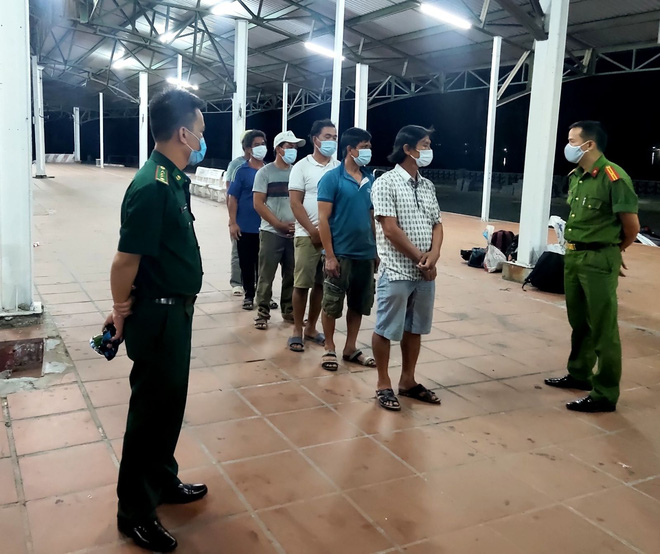 Bệnh nhân thứ 8 tử vong; Bộ Y tế giao 3 đơn vị hỗ trợ Hà Nội xét nghiệm COVID-19; Phát hiện 6 người đi từ Đà Nẵng ra Huế trốn cách ly - Ảnh 1.