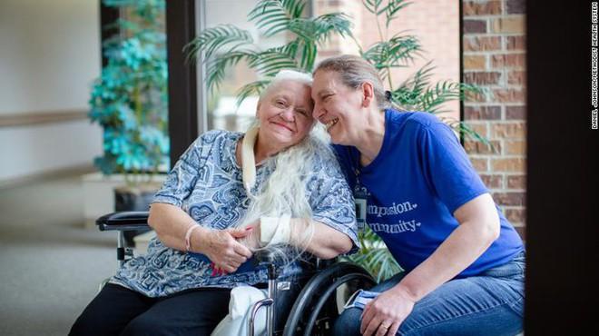 Vì COVID-19, hai chị em tìm thấy nhau sau 53 năm thất lạc - Ảnh 2.
