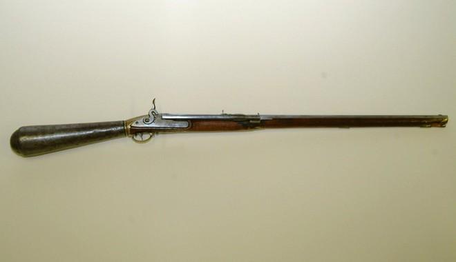 Những khẩu súng phá vỡ mọi tiêu chuẩn trên thế giới - Ảnh 2.