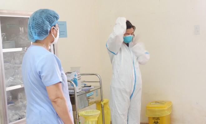 Bên trong Bệnh viện dã chiến Hòa Vang, điểm nóng nhất Đà Nẵng - Ảnh 7.