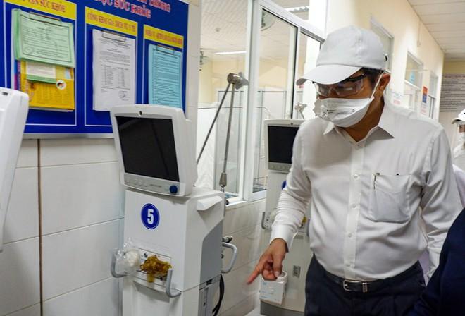 Bên trong Bệnh viện dã chiến Hòa Vang, điểm nóng nhất Đà Nẵng - Ảnh 8.