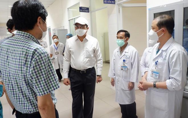 Bên trong Bệnh viện dã chiến Hòa Vang, điểm nóng nhất Đà Nẵng - Ảnh 10.
